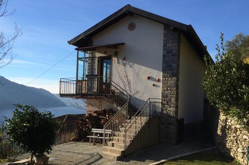 Villa carate urio villa in vendita a carate urio co for Planimetrie vista montagna